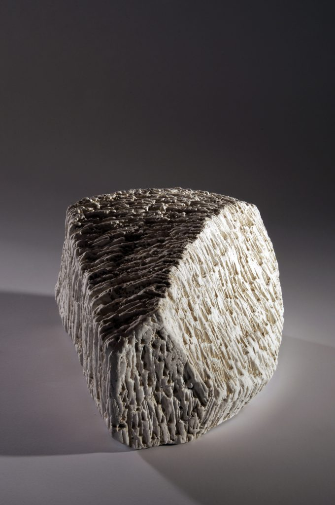 Doris Becker white stone I (photo©Luc Ewen) (2)
