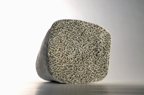 Doris Becker white stone III (photo©Luc Ewen)